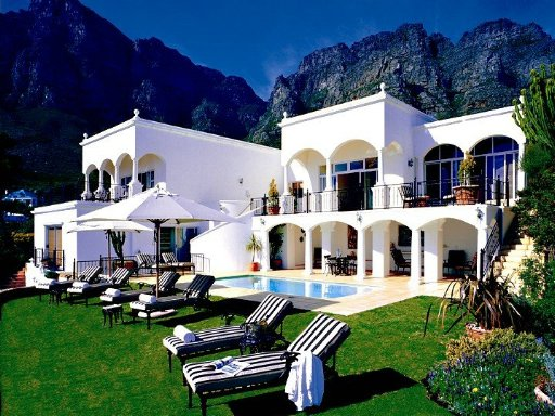 30 Fiskaal Road Guest House - Hotels/Accommodations - 30 Fiskaal Road, Camps Bay